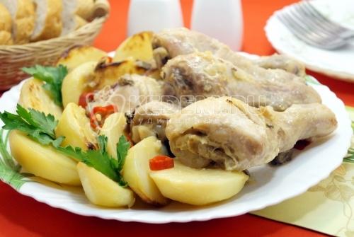 Куриные голени с картошкой в рукаве