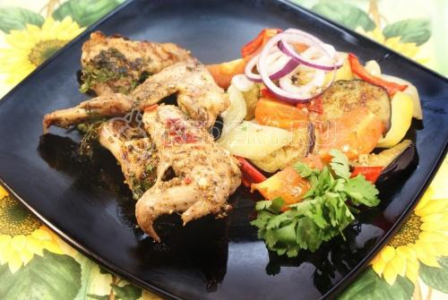 Куриные крылышки с печенными овощами
