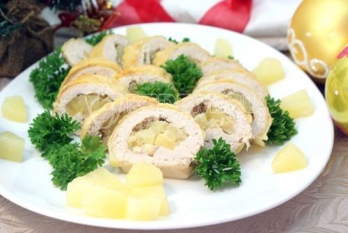 Куриный рулет с сыром и ананасом