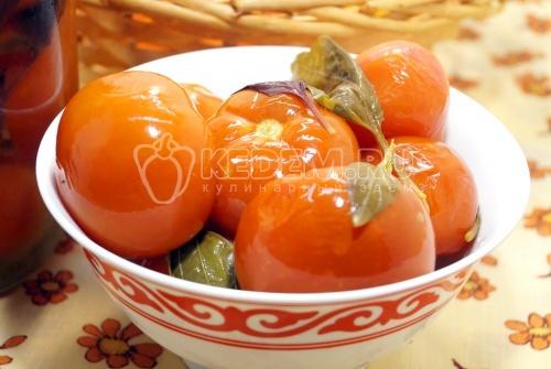 Маринованные помидоры на зиму в банках с базиликом