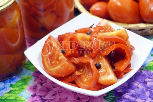 Маринованные помидоры половинками с болгарским перцем