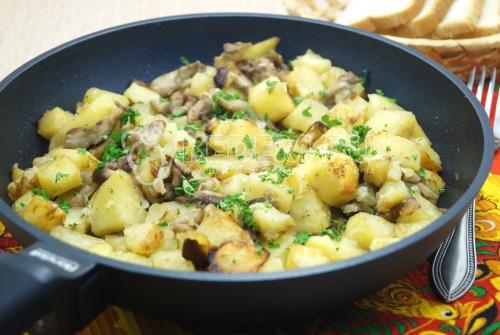 Маслята жареные с картофелем на сковороде - рецепт