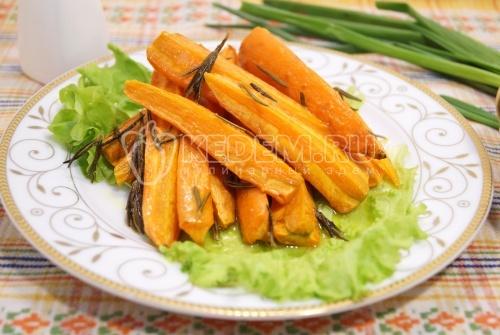 Морковь запеченная с розмарином