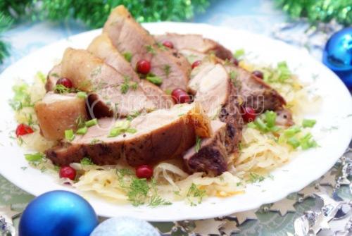 Мясо с квашеной капустой на Рождество