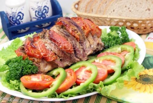 Мясо с томатами в духовке