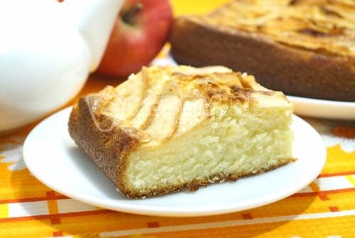 Нежная шарлотка с яблоками в духовке - рецепт