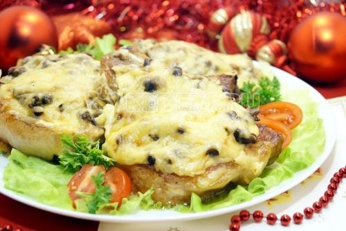 Отбивные с грибами и сыром «Праздничное настроение»