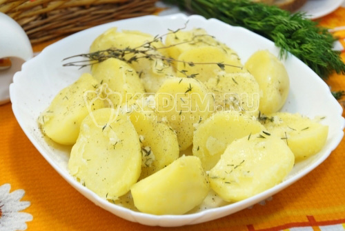 Отварной картофель с чесноком