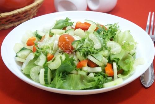 Овощной салат с сельдереем - рецепт
