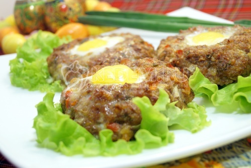 Пасхальные мясные колечки с яйцом