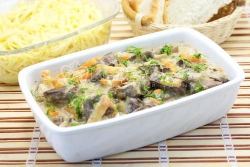 Печень тушеная с грибами - рецепт