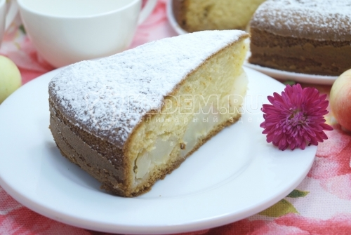 Пирог на сметане с яблоками