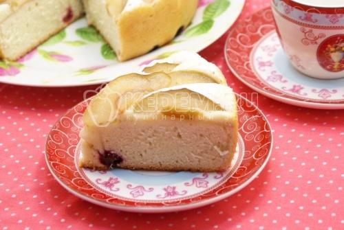 Пирог с яблоками и вишней в мультиварке