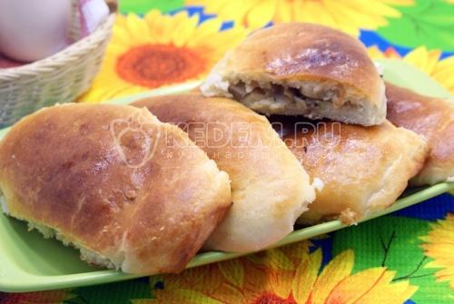Пироги с капустой и грибами Лапти