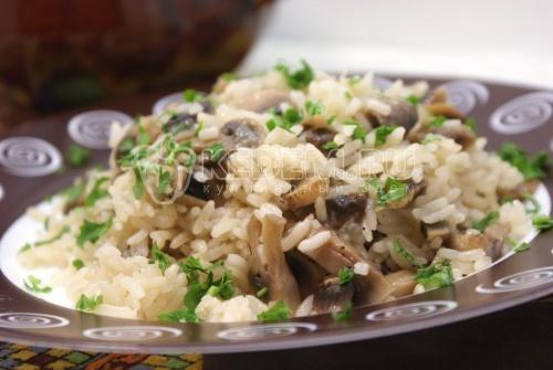 Рис с грибами в горшочке
