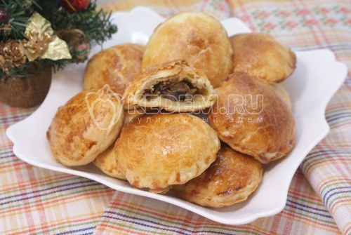 Рождественские пирожки с грибами и курицей