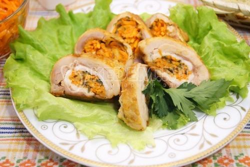 Рулет из окорочка с морковью по-корейски