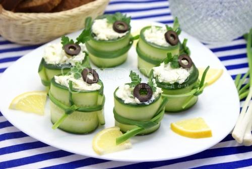 Рулетики из огурца с салатом