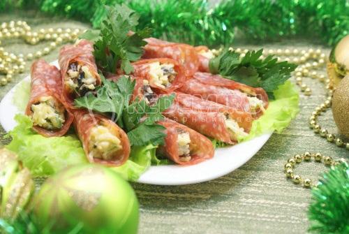 Рулетики салями с начинкой - рецепт