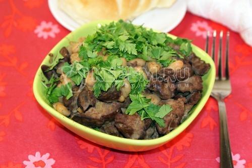 Салат из куриной печени с белой фасолью - рецепт