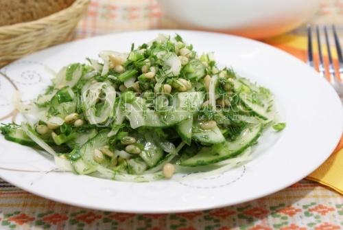 Салат из огурцов с кедровыми орешками - рецепт