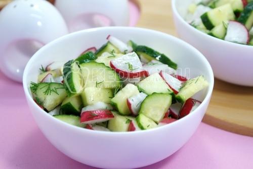 Салат из редиса с огурцом - рецепт