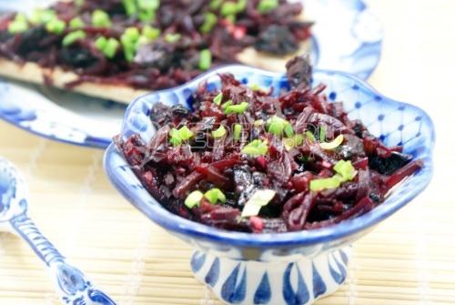 Салат из свёклы с черносливом - рецепт