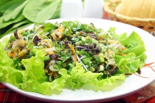 Салат с фунчозой и баклажанами «Бенджи» - рецепт