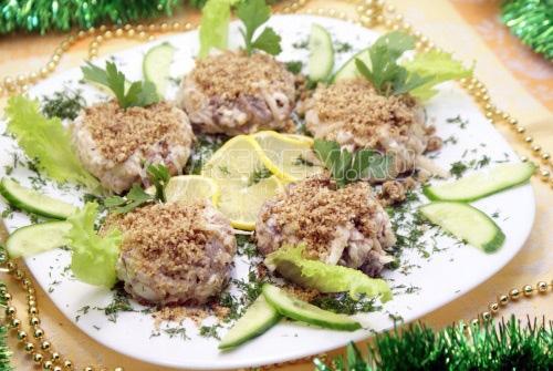 Салат с кальмарами Шарманка