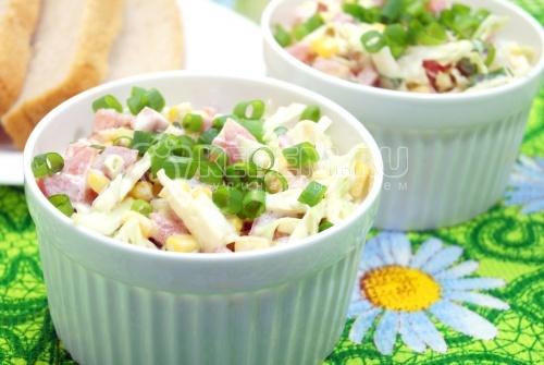 Салат с капустой и колбасой Эрика