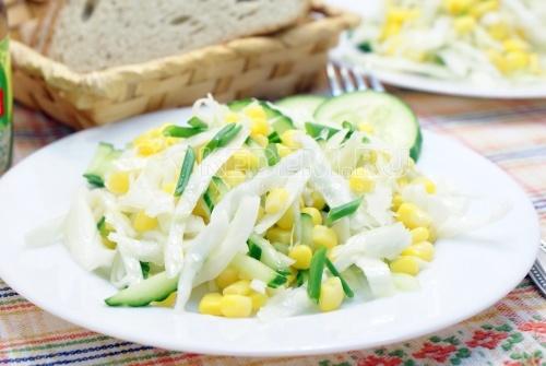 Салат с капустой и кукурузой - рецепт