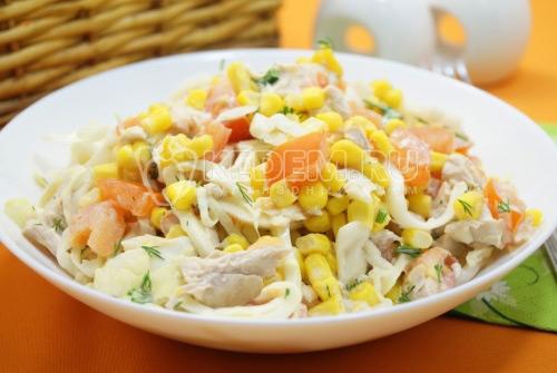 Салат с капустой и курицей Тукан