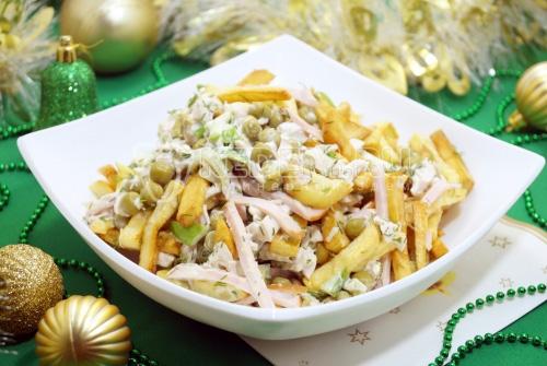 Салат с картофелем фри Новогодние мотивы