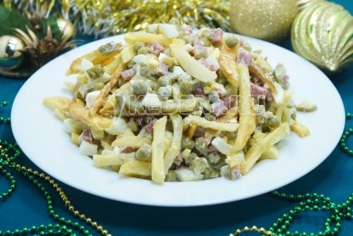 Салат с картофелем фри Зимний
