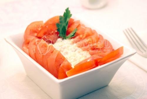 Салат с красной рыбой и сыром - рецепт