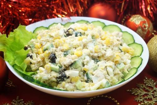 Салат с курицей и черносливом Зимние каникулы