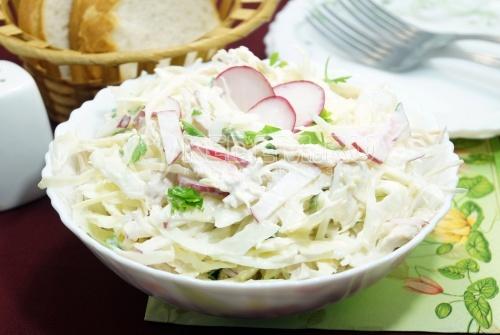 Салат с курицей и капустой Румба