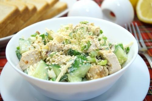 Салат с курицей и огурцом Корфу