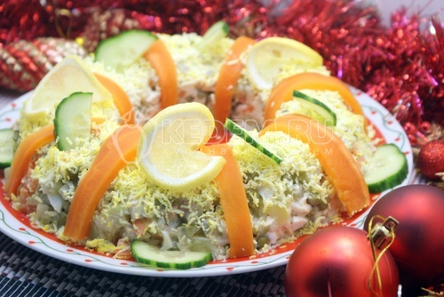 Салат с курицей Праздничное оливье