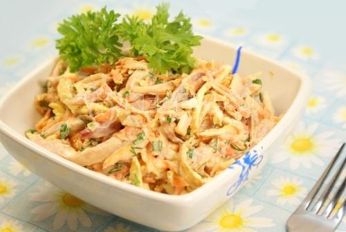 Салат с морковью курицей и яйцами