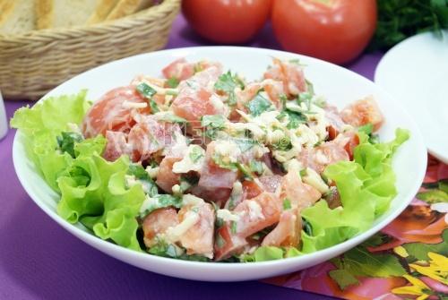 Салат с помидорами и сыром - рецепт