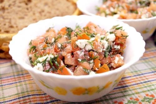 Салат с помидорами и сыром Ия