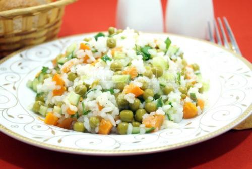 Салат с рисом и огурцом «Софья»