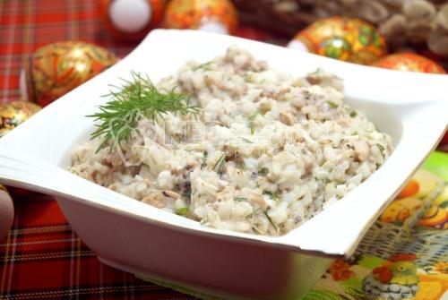 Салат с сайрой и рисом Чайка