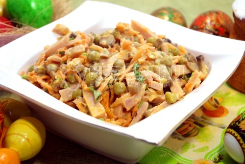 Салат с ветчиной и грибами Дарина