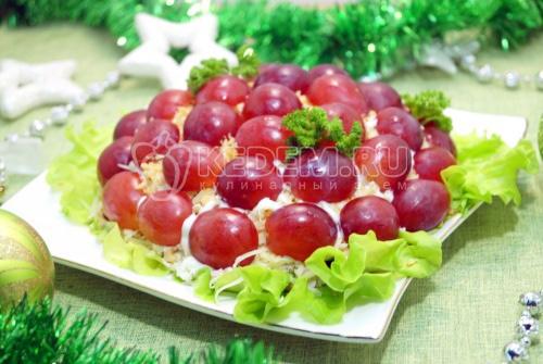 Салат с виноградом Новогодний шарм