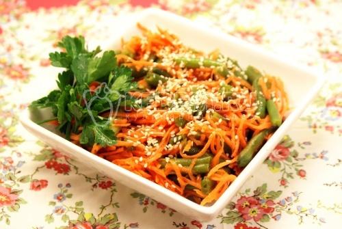 Салат со стручковой фасолью  и морковью
