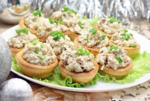Салат в тарталетках Новогодняя рыбка