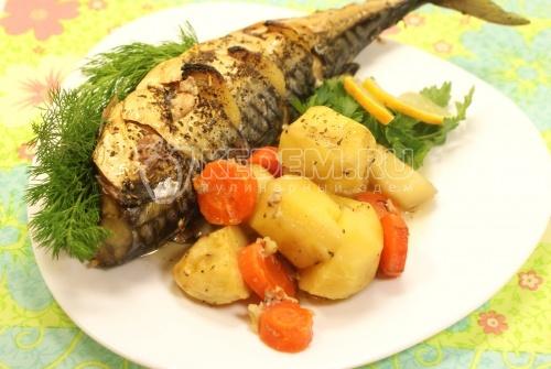 Скумбрия запеченная в рукаве с овощами