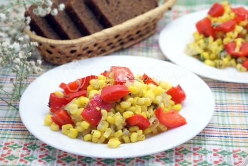 Сладкая кукуруза с болгарским перцем